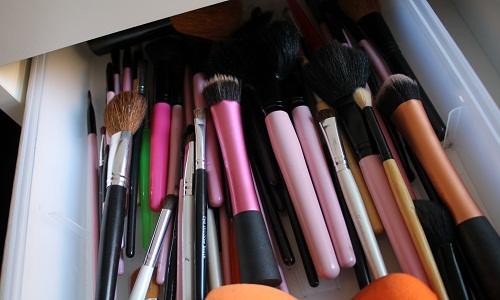 Mohnish Mohan Mukkar – Cleaning Your Makeup Blenders and Makeup Brushes